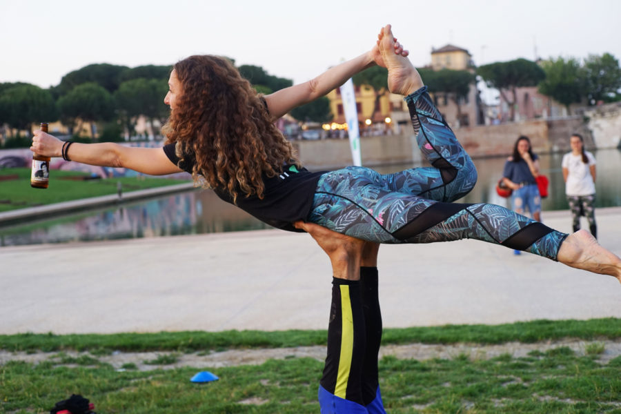 Birra Amarcord – DOPO BEER YOGA ARRIVANO BEER ACROYOGA e BEER DRY PRE SURF