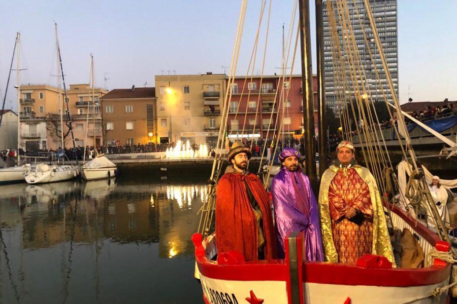 Epifania sul Ponte il 6 gennaio – In via Sinistra del Porto di Rimini, lungo la panchina dedicata a Sant'Antonio