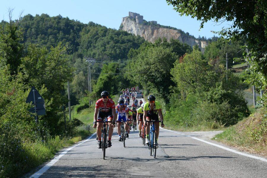 """La """"Primavera"""" di San Leo si apre con la tappa del Giro di Romagna"""